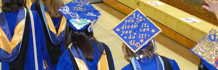 "A graduation mortarboard that says, ""If you can dream it you can do it! UD"""